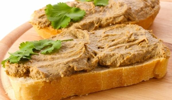паштет с хлебом