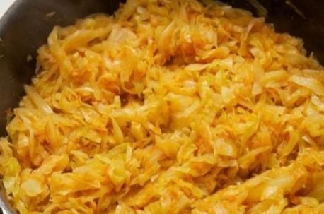 Пожарить капусту с луком и морковью