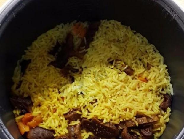 Положить рис в мультиварку