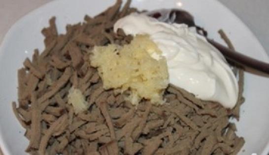 Печень с майонезом и чесноком