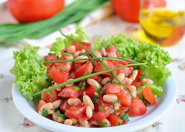 салат с белой фасолью и помидорами