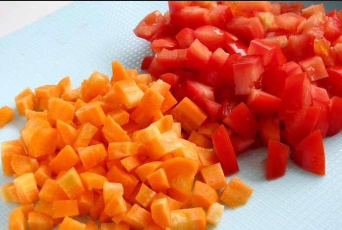Морковь и помидоры кубиками