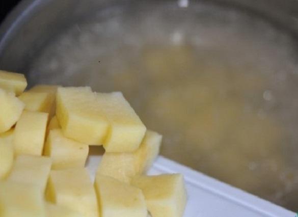 Добавить картофель кубиками
