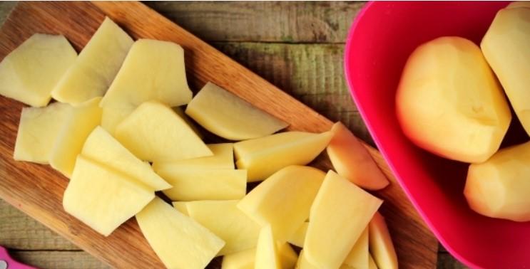 Порезать картофель брусочками