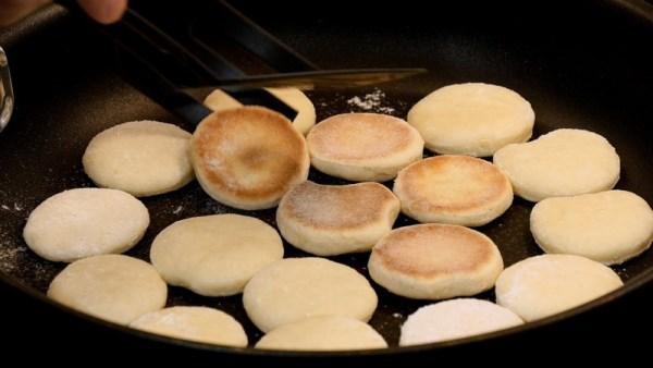 жарить печенье на сковороде