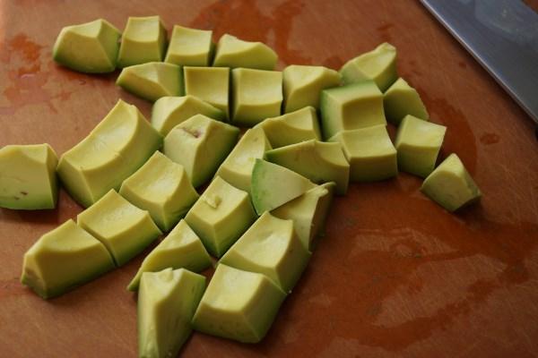 нарезать авокадо