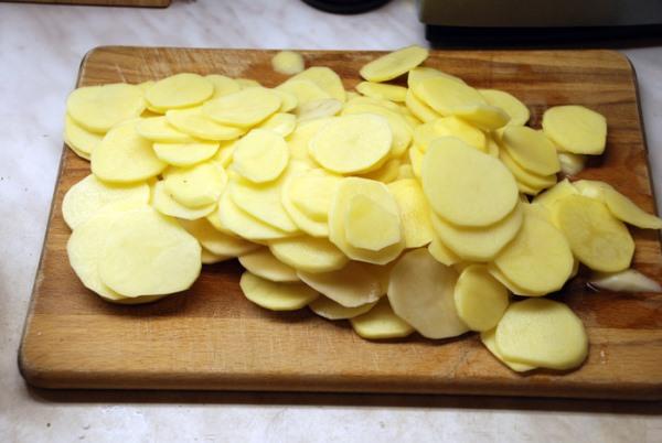 нарезать картофель кружочками