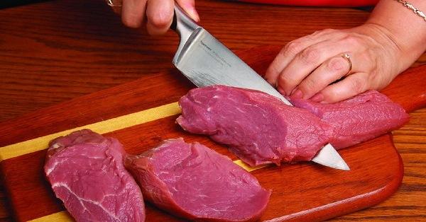 нарезать стейки