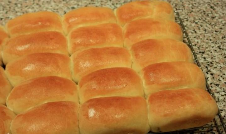 Готовые пирожки с вишней