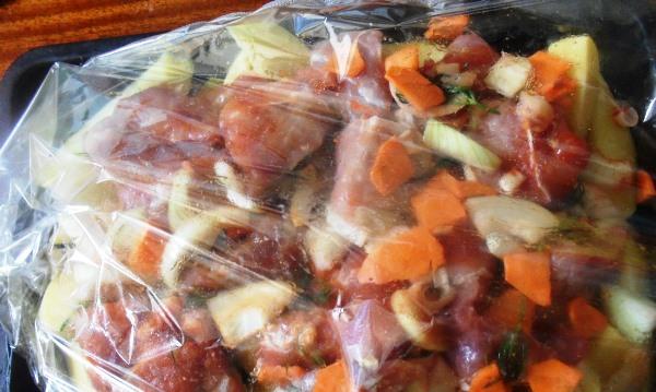 свинина с овощами в рукаве