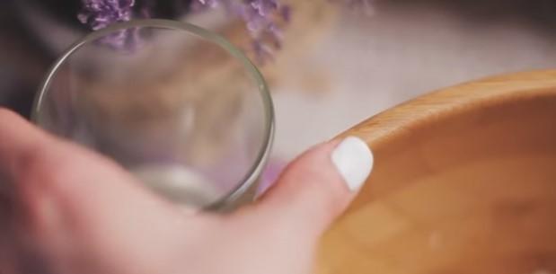 Добавить в тесто воды