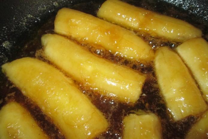 Жарить бананы