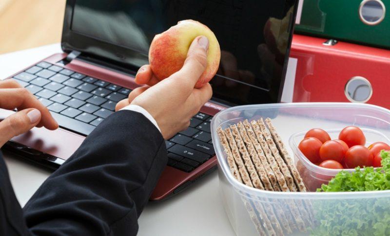 Стоит ли перекусывать на работе?