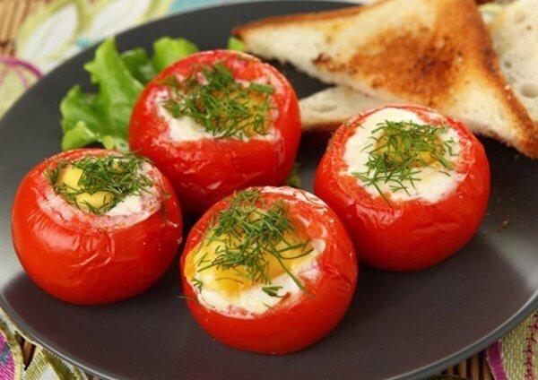 фаршированные помидоры  сыром и яйцом