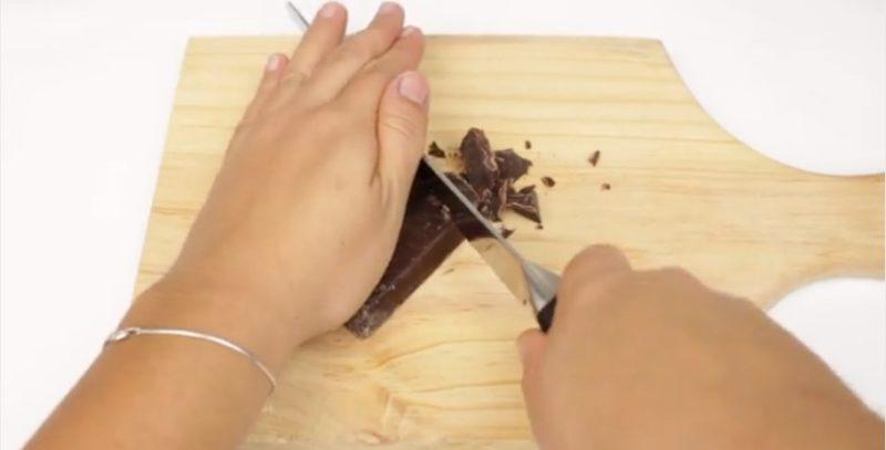 Разломать шоколад