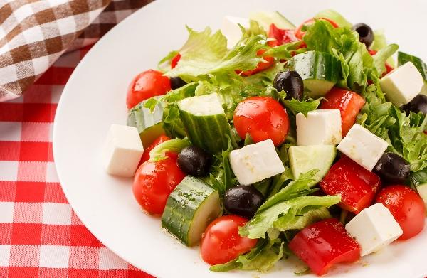 летний салат с сыром фета
