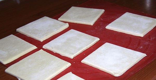 нарезать слоеное тесто