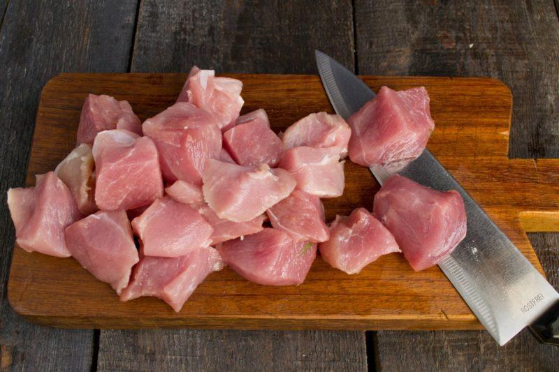 нарезатть свинину