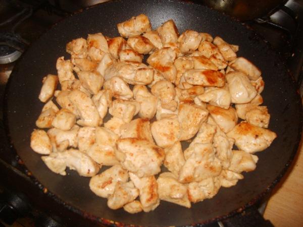 обжарить куриное мясо