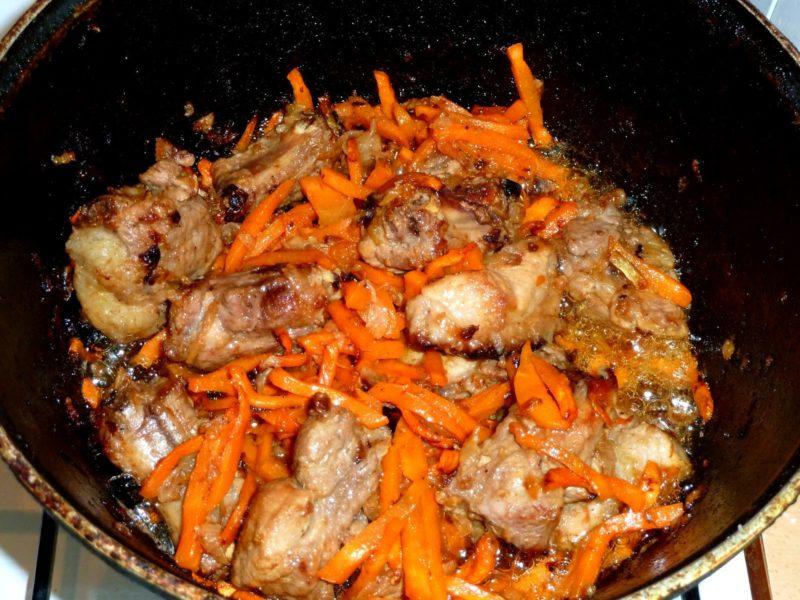 Добавить к ребрышкам морковь