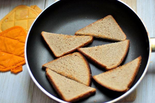 поджарить хлеб на сковороде