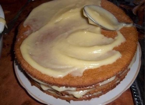 промазать торт кремом