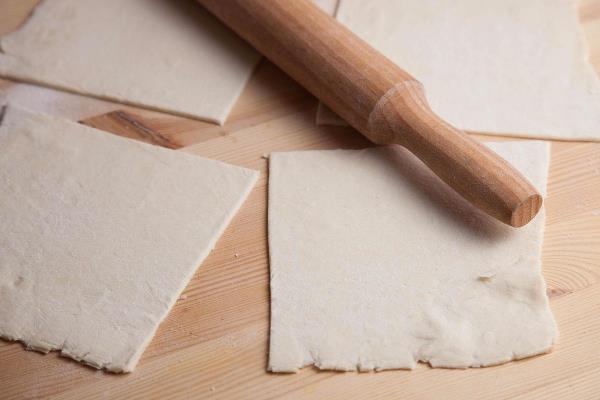 разрезать слоеное тесто