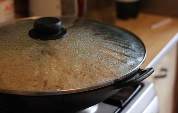 рис под крышкой