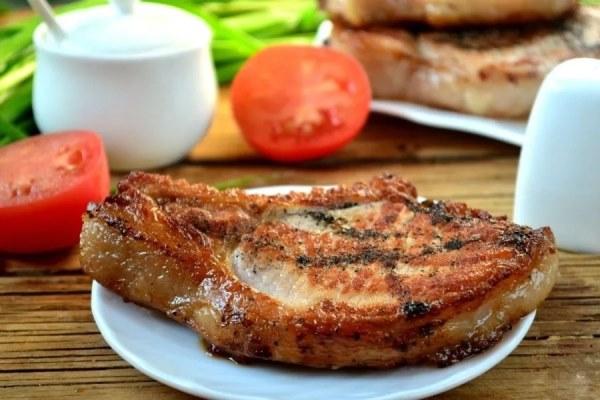 свинина на косточке, запеченная в духовке