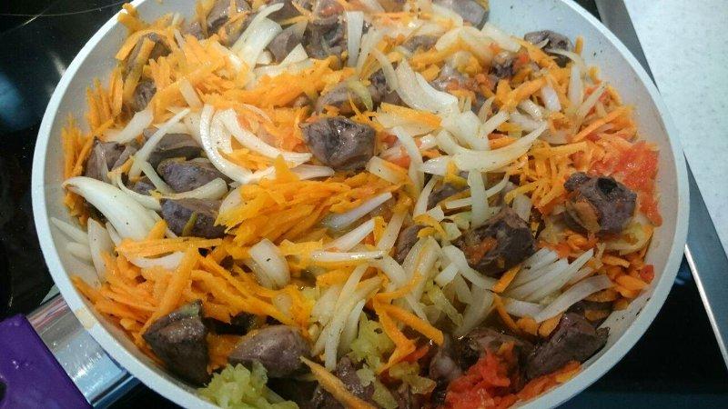 Обжарить с луком и морковью
