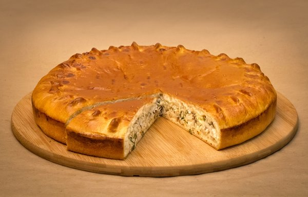 готовый пирог со скумбрией