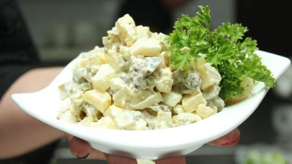 готовый салат со свининой