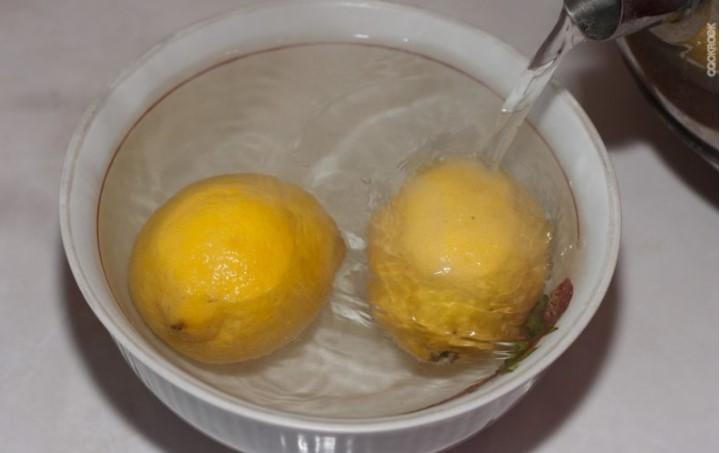 Залить лимон кипятком