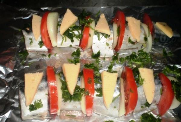 посыпать зеленью и выложить сыр