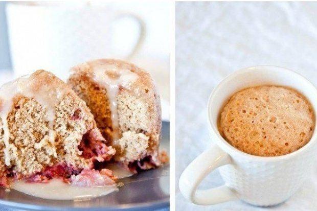 Клубнично-ванильный кекс со сливочной глазурью