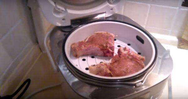выложить свинину