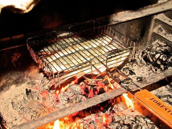 пожарить форель на решетке