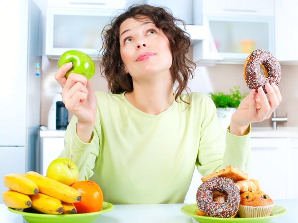 выбор между фруктами и пирожными