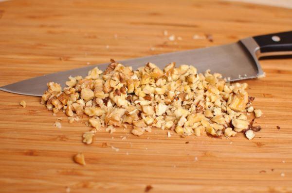 измельчить грецкие орехи
