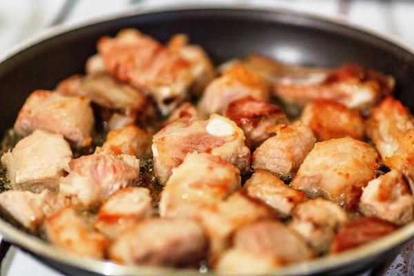 обжарить свинину