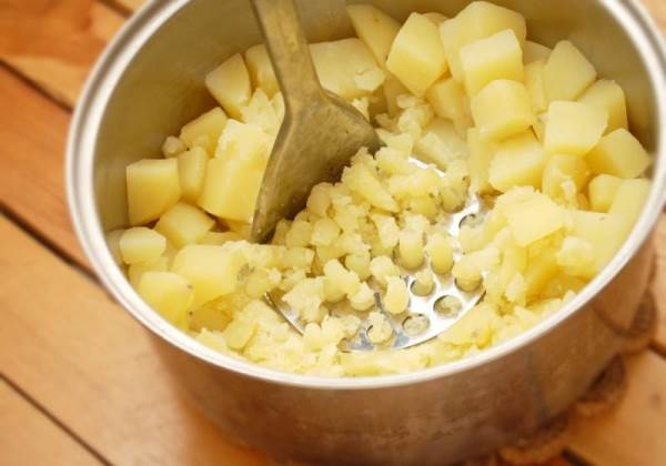 размять картофель