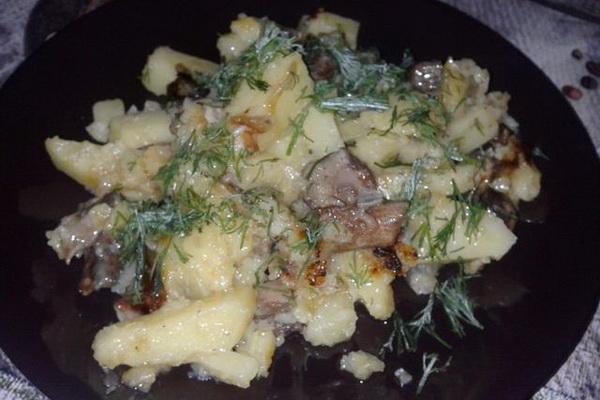 шампиньоны с картофелем в сметане