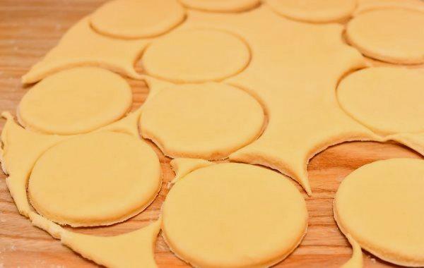 вырезать песочное печенье