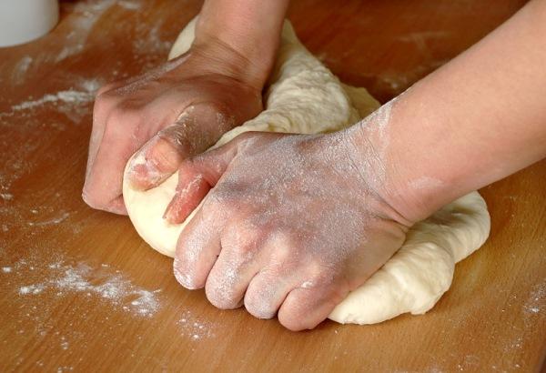 обмять тесто