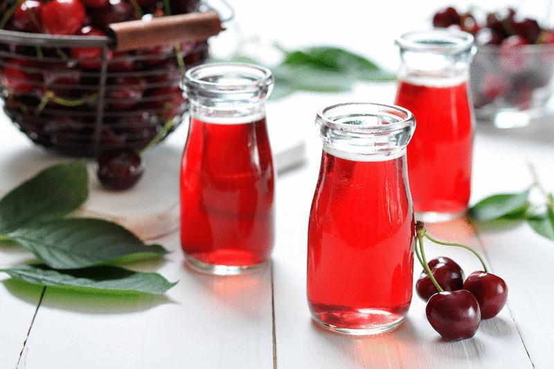 Вишневый сок в баночках