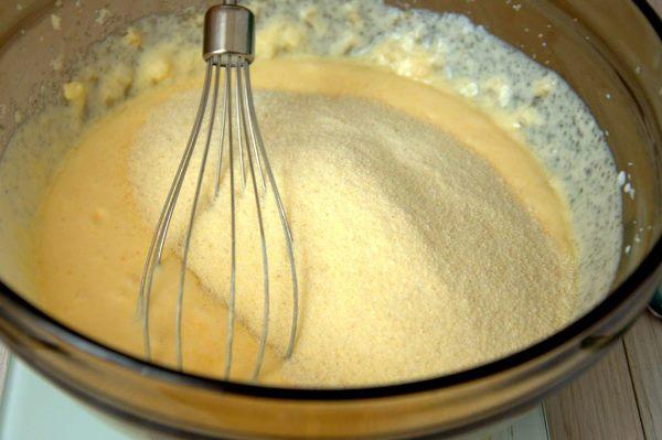 добавить манку в тесто