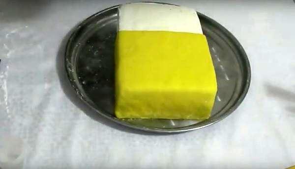 нанести жёлтую мастику