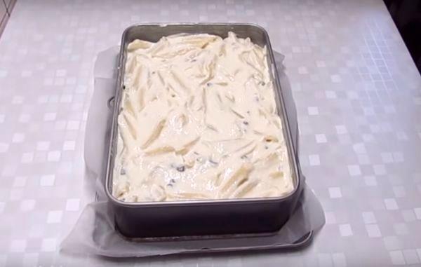 выложить макаронную массу в форму