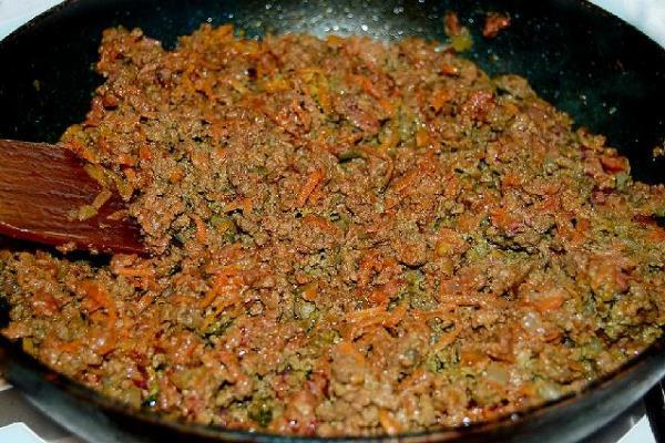 обжарить печень с морковью и луком