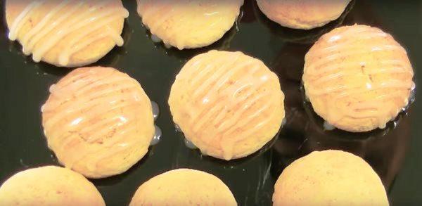 печенье полить глазурью